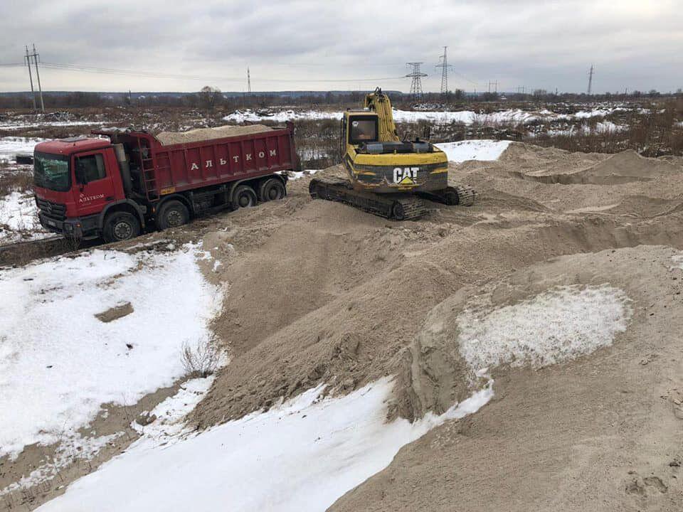 Взялися за старе: в Києві впіймали браконьєрів на видобутку піску