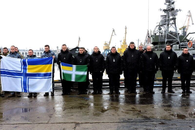 Військові зворушливо підтримали полонених моряків