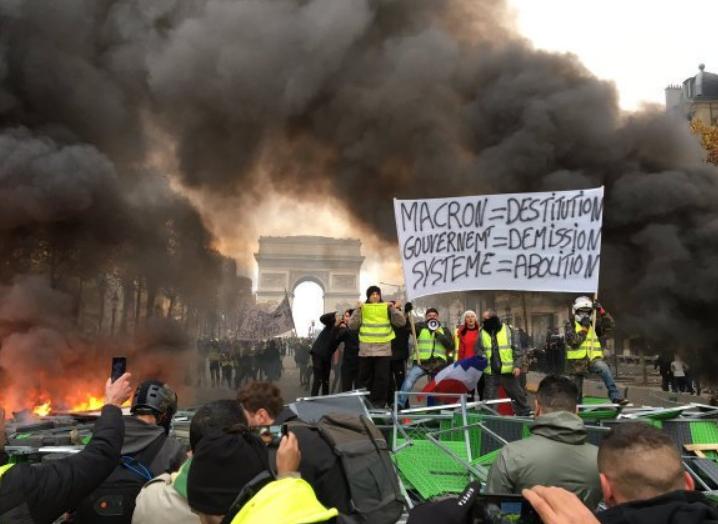 Почалися зіткнення: на вулиці Парижа вивели бронетехніку