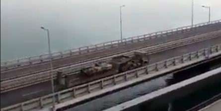 На Кримському мосту засікли колону техніки РФ