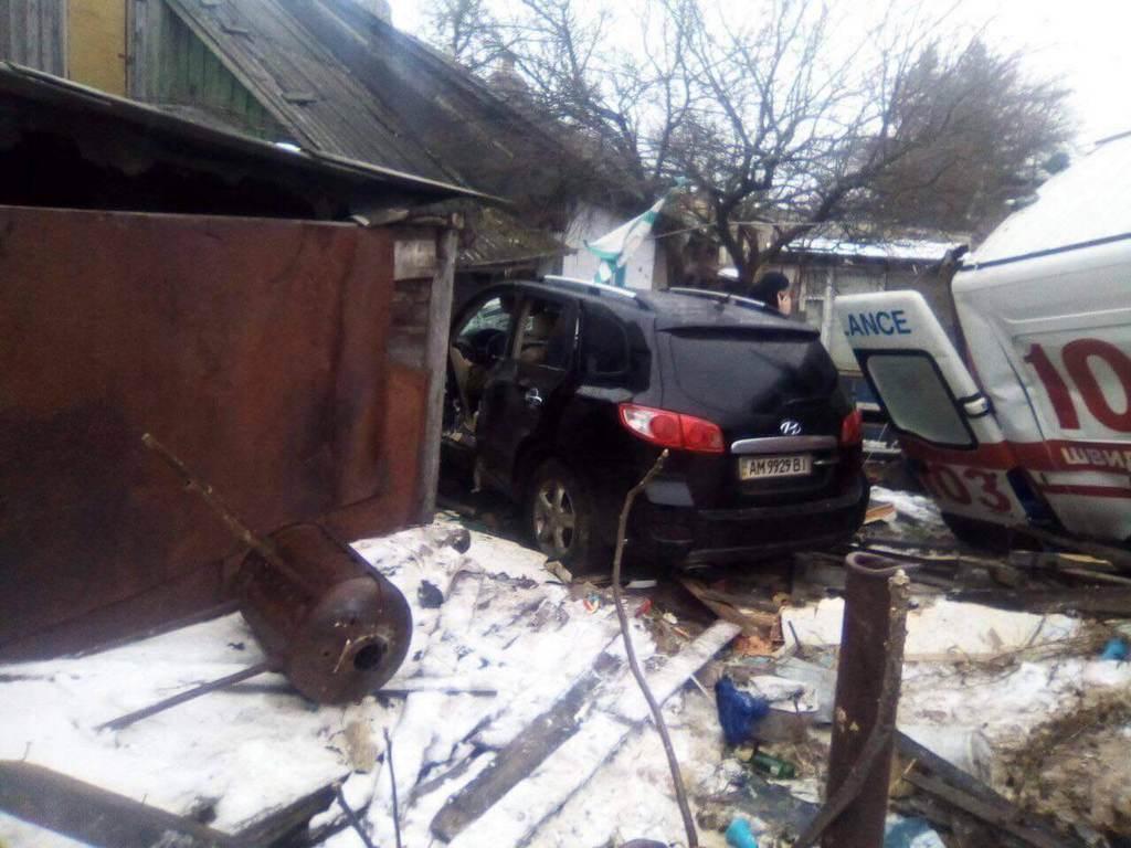 Влетіла в будинок: у Житомирі ''швидка'' потрапила в жахливу ДТП