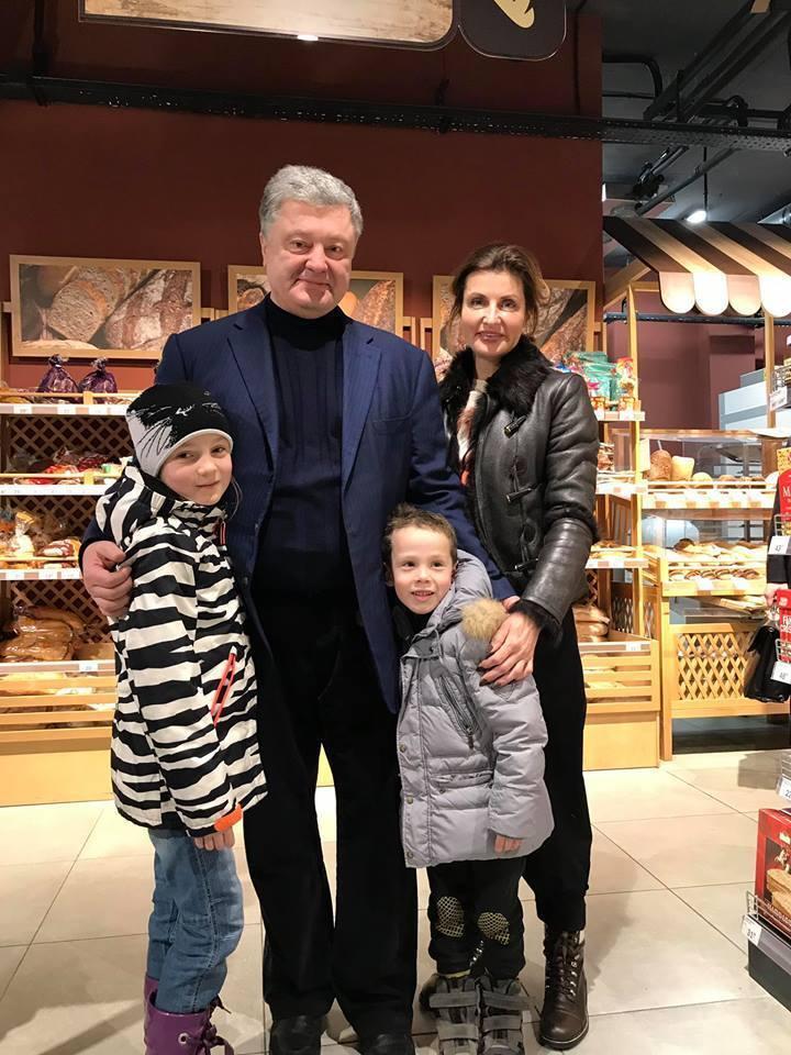 Порошенко з дружиною ''спіймали'' в супермаркеті: в мережі ажіотаж