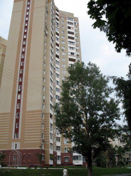 Трагедия в Киеве: подросток выпал с 8-го этажа высотки