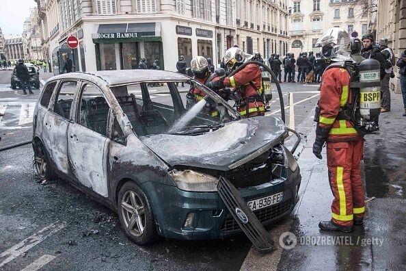 Під прапорами ''ДНР'' і ФСБ: СБУ розкрила організаторів заворушень у Франції