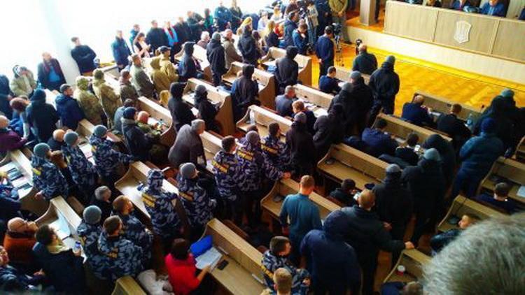 """""""Кровавая сессия"""" в Черкассах: как депутатов взяли в заложники"""