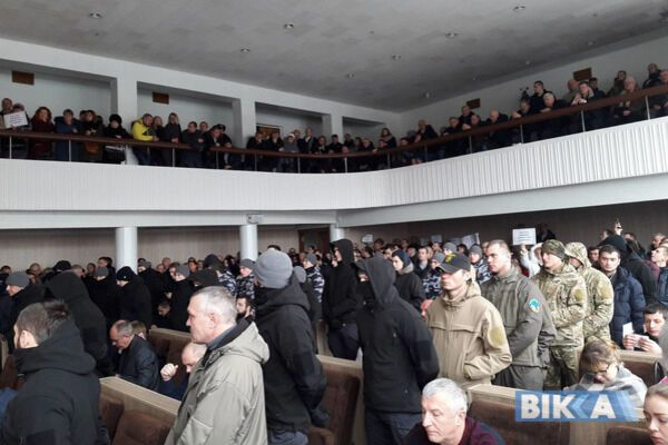 """""""Депутатів не випускати!"""" Названі організатори """"кривавої сесії"""" в Черкасах"""