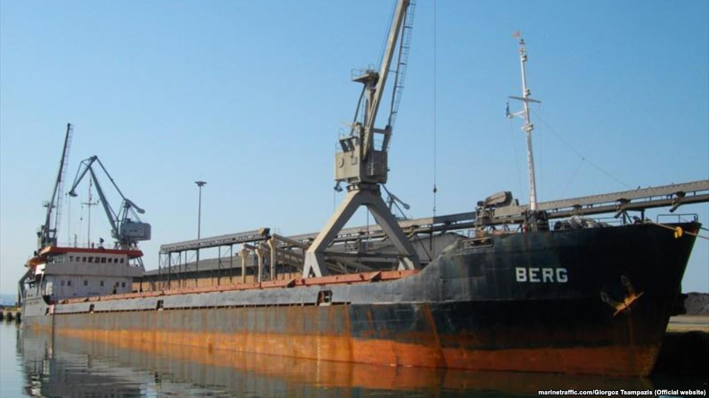 У Криму ледь не затонув корабель з українцями на борту