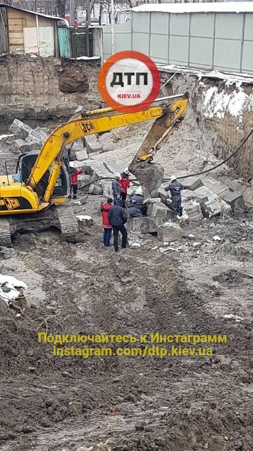 У Києві стався обвал на будівництві: є загиблий