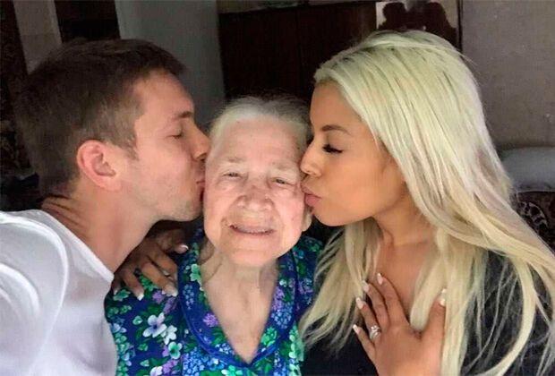 Алексей с бабушкой и невестой
