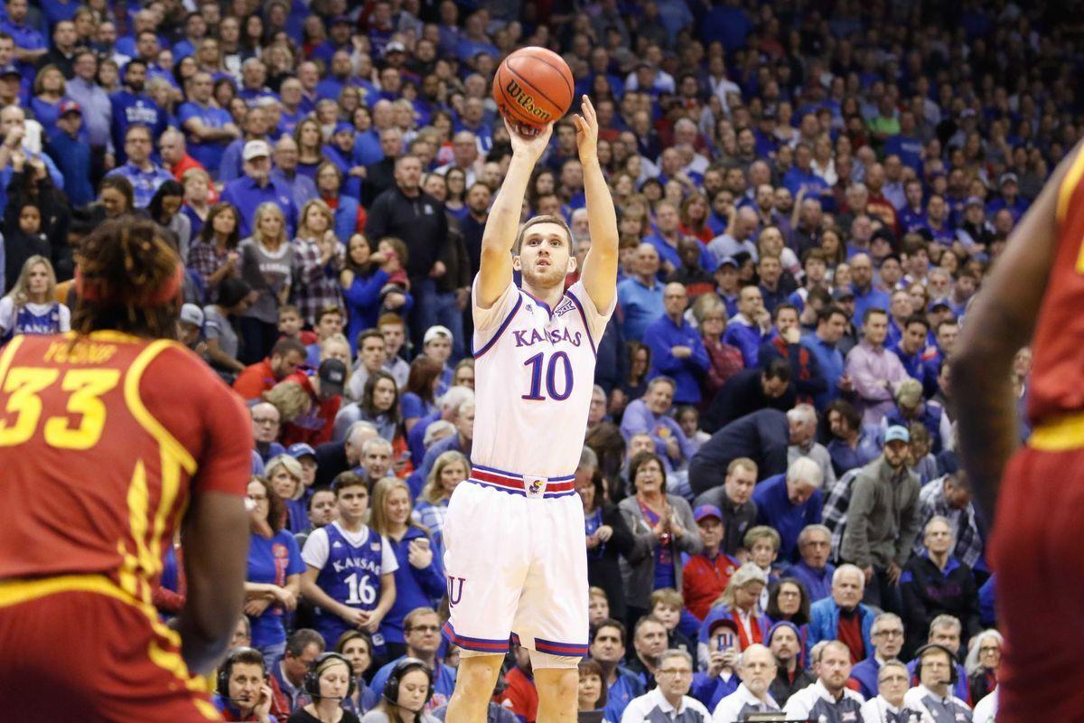 """Михайлюк допоміг """"Канзасу"""" здобути важку перемогу в NCAA"""