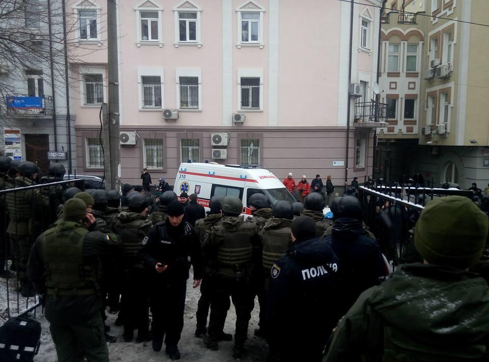 У Києві поранили поліцейського: ексклюзивні подробиці