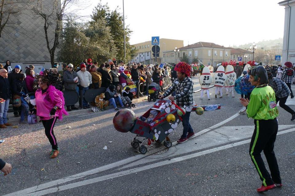 """Итальянский карнавал в """"жирный вторник"""": спорт vs алкоголь"""