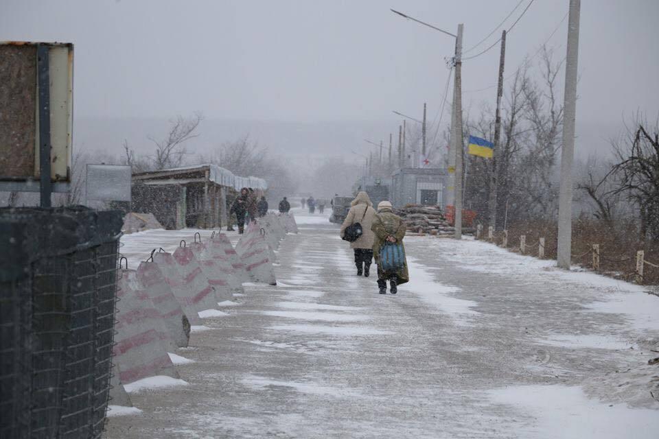 """КПВВ """"Золотое"""", отделяющее Катериновку от подконтрольных Украине территорий"""