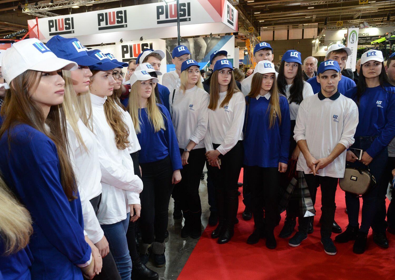 """""""Это как небо и земля!"""" Лучшие студенты Украины посетили старейшую выставку Европы"""