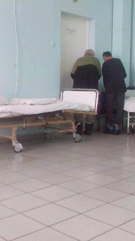"""""""Просякнута смітником"""": пацієнти показали жахи київської лікарні"""