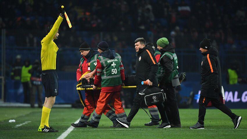 Футболист сборной Украины получил тяжелую травму в матче ЛЧ