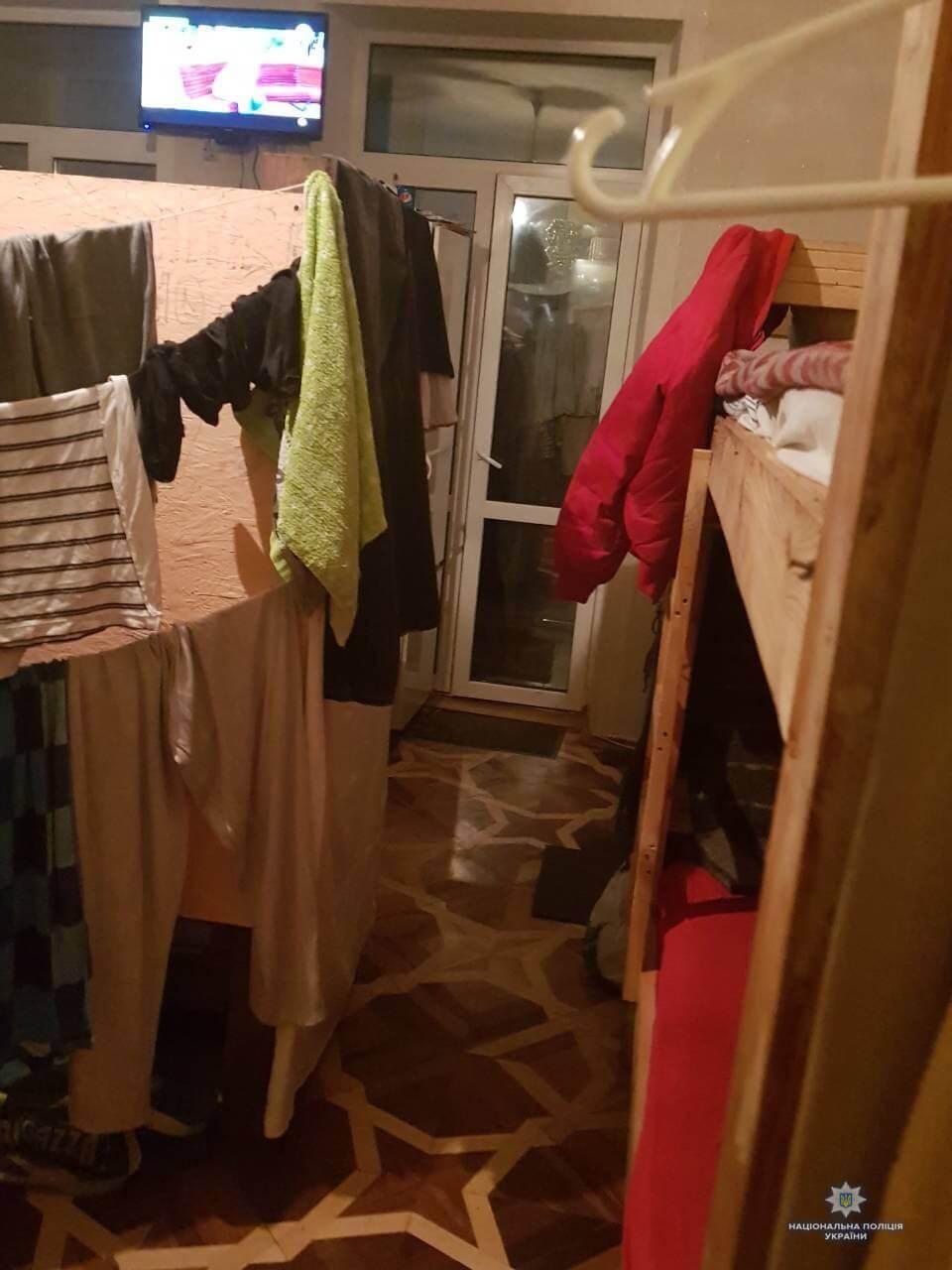 """Зникла на 1,5 місяці: горе-мати з """"ЛНР"""" кинула дитину в хостелі Києва"""