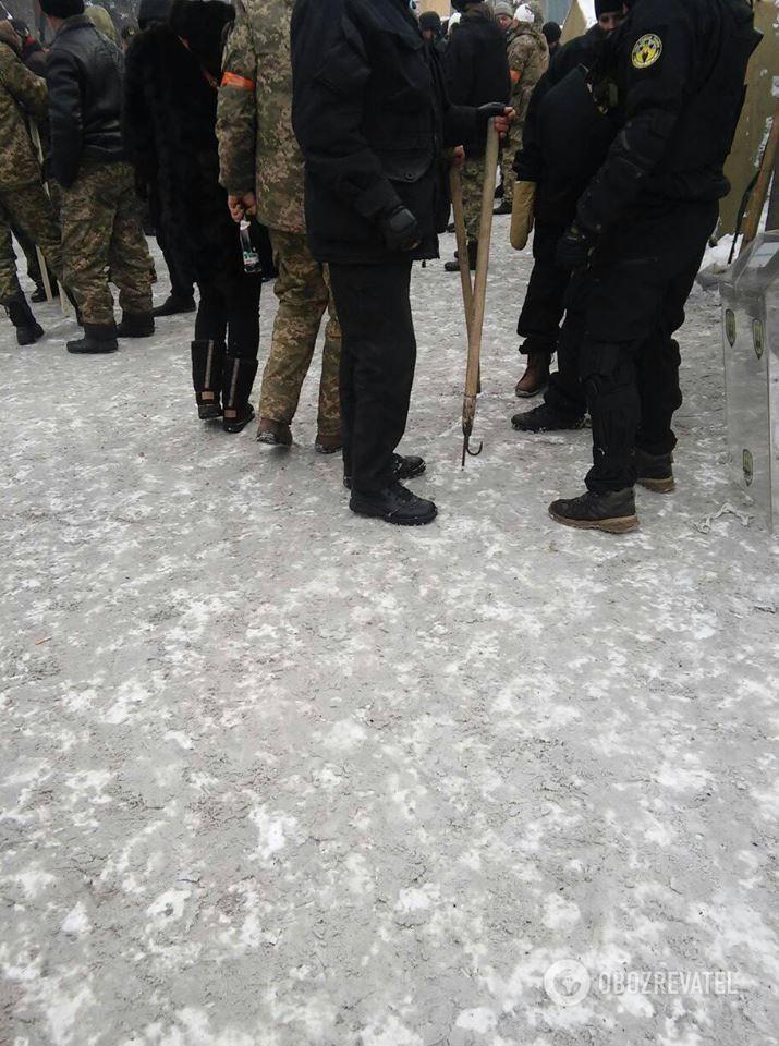 Зброя мітингувальників під Радою 27.02.2018