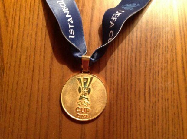 """Медаль """"Шахтаря"""" за перемогу в Кубку УЄФА продають в інтернеті"""