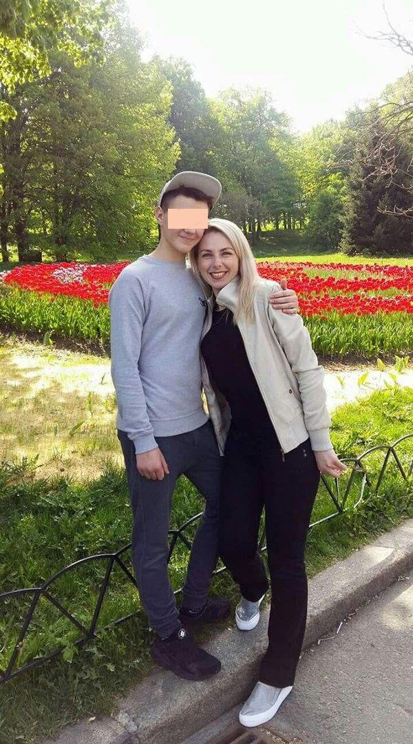 В масштабном ДТП на проспекте Ватутина (Шухевича) в Киеве погибла 35-летняя Ирина Божок. На фото женщина вместе с сыном