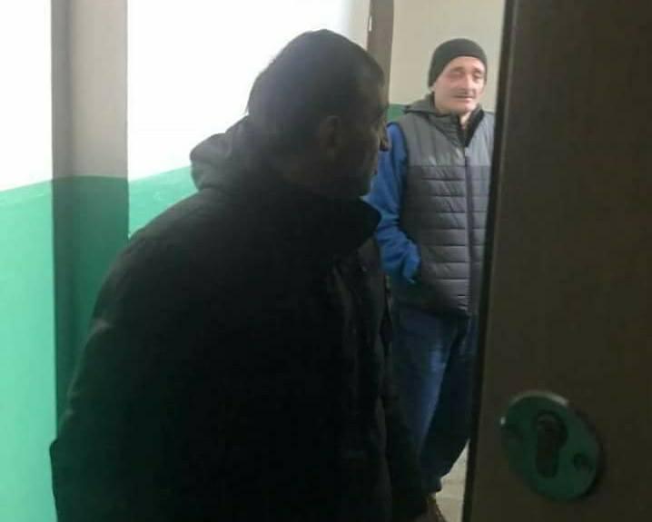 Перевіряють двері і замки: киянин зняв роботу домушників