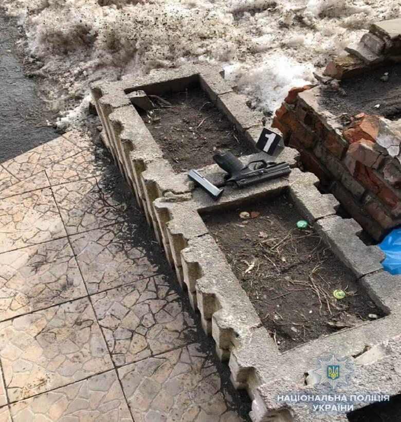 Відкрив вогонь і поранив жінку: в Києві затримали стрільця