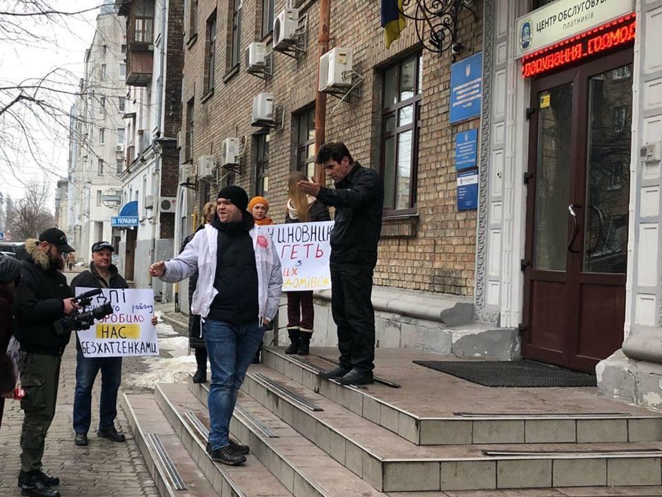 В Киеве пикетировали налоговую из-за рейдерского захвата