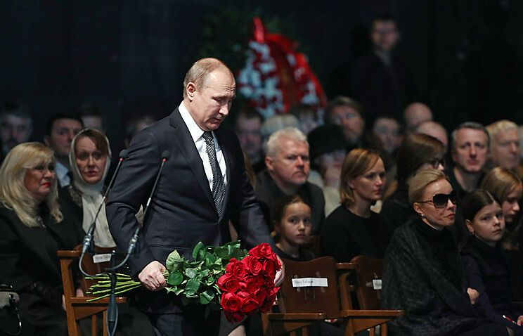 Володимир Путін на прощанні з Табаковим