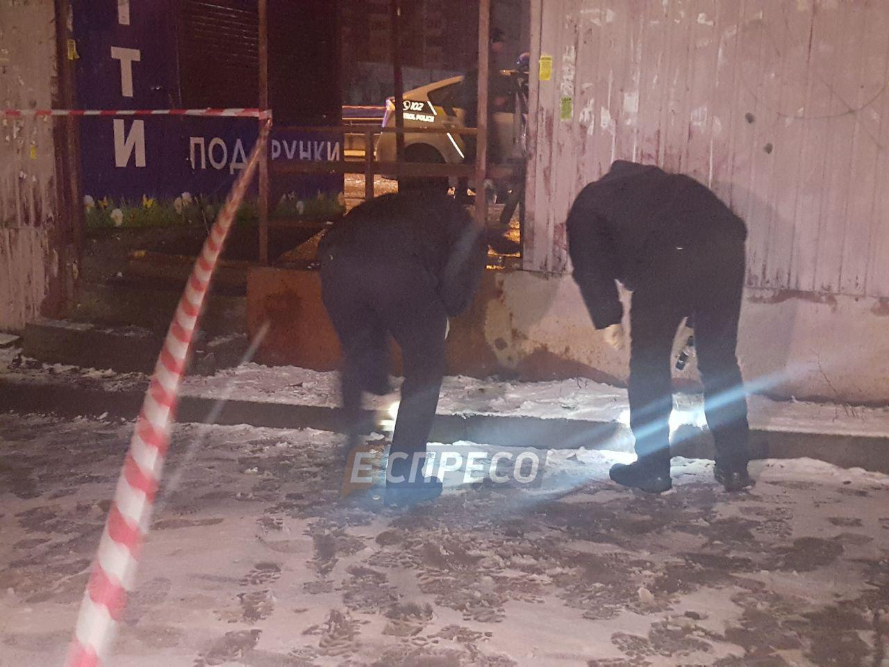 У Києві на зупинці чоловік намагався підірвати поліцейських