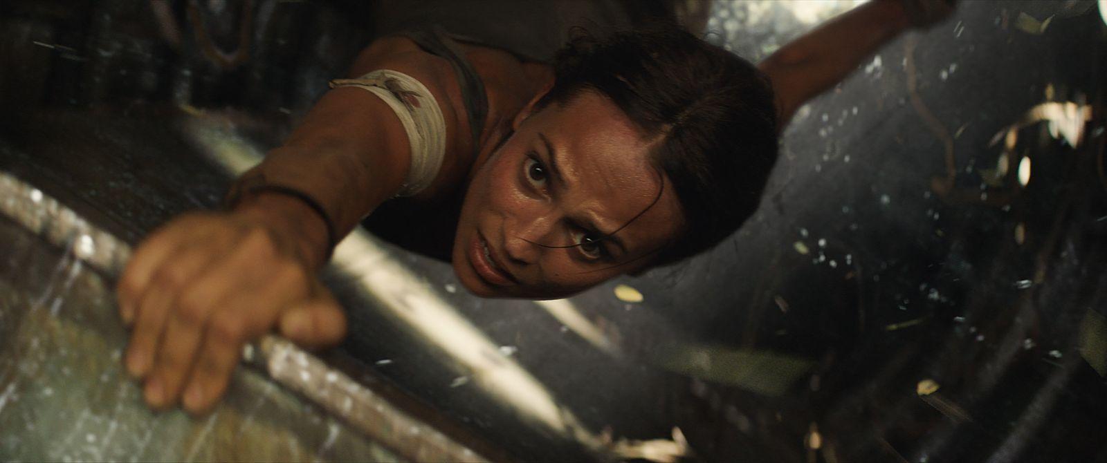 """Кадр из фильма """"Лара Крофт: расхитительница гробниц"""""""