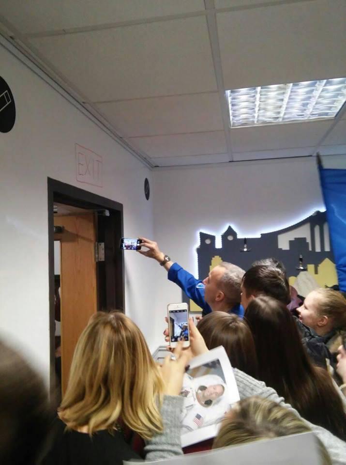 Астронавт NASA розповів історію з прапором України в космосі