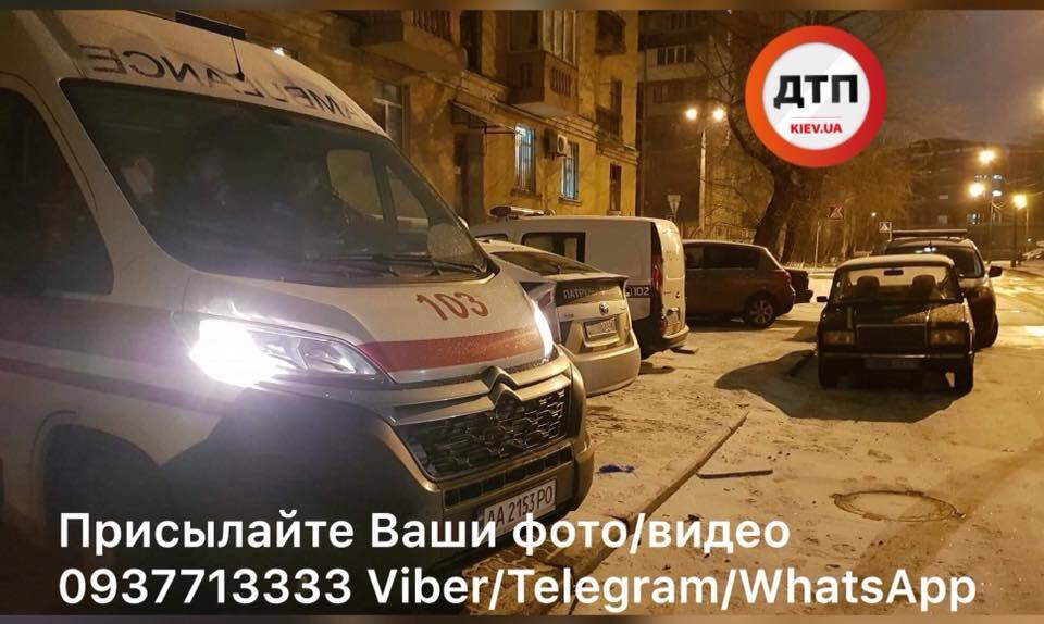 Труп нашли в подъезде: в Киеве произошло жуткое убийство