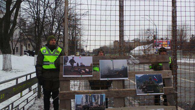 У Києві огородили посольство РФ: росіян не пускають на вибори Путіна