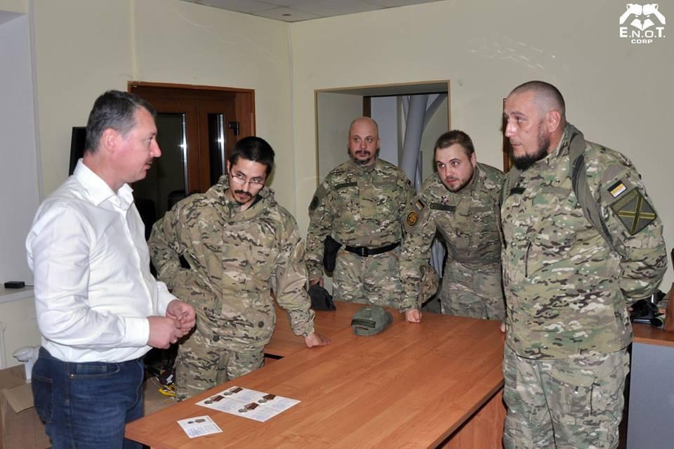 """Приватні військові компанії задіяні у війні на Донбасі з самого початку. Гіркін-Стрелков нагороджує бойовиків """"E.N.O.T. CORP"""""""