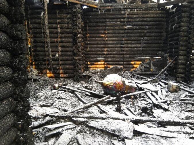 Остались одни стены: в Киеве сгорела церковь УПЦ КП