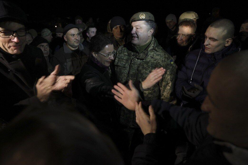 Освобожденных из плена встречали в Борисполе
