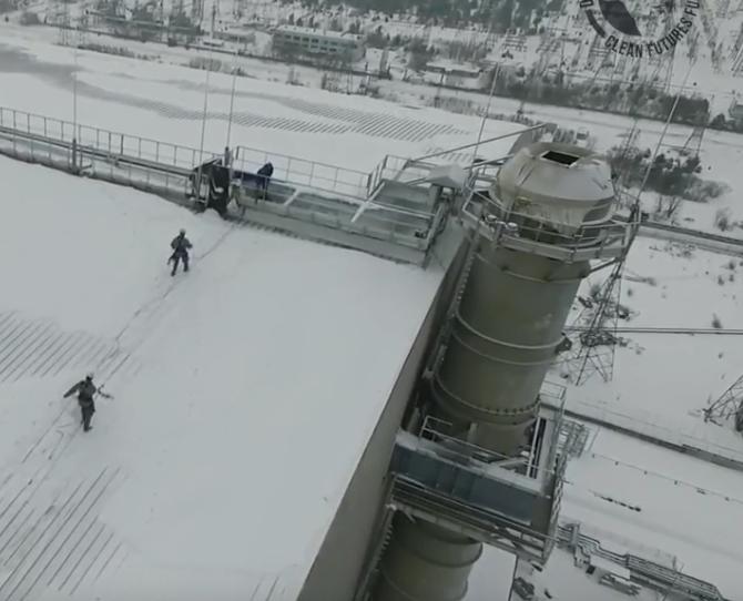 В Чернобыле с крыши саркофага спасли собаку