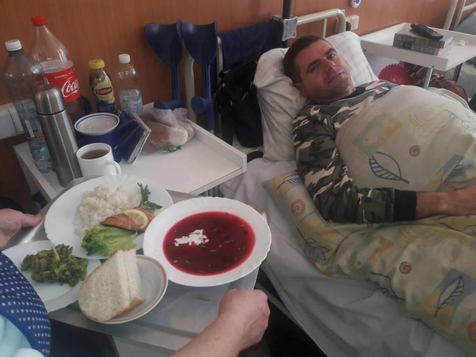 Лосось і броколі: чим годують в київському військовому госпіталі