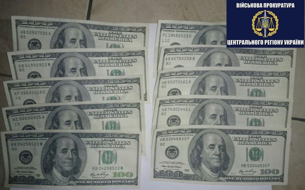 Отримав $1000: у Кабміні спіймали хабарника