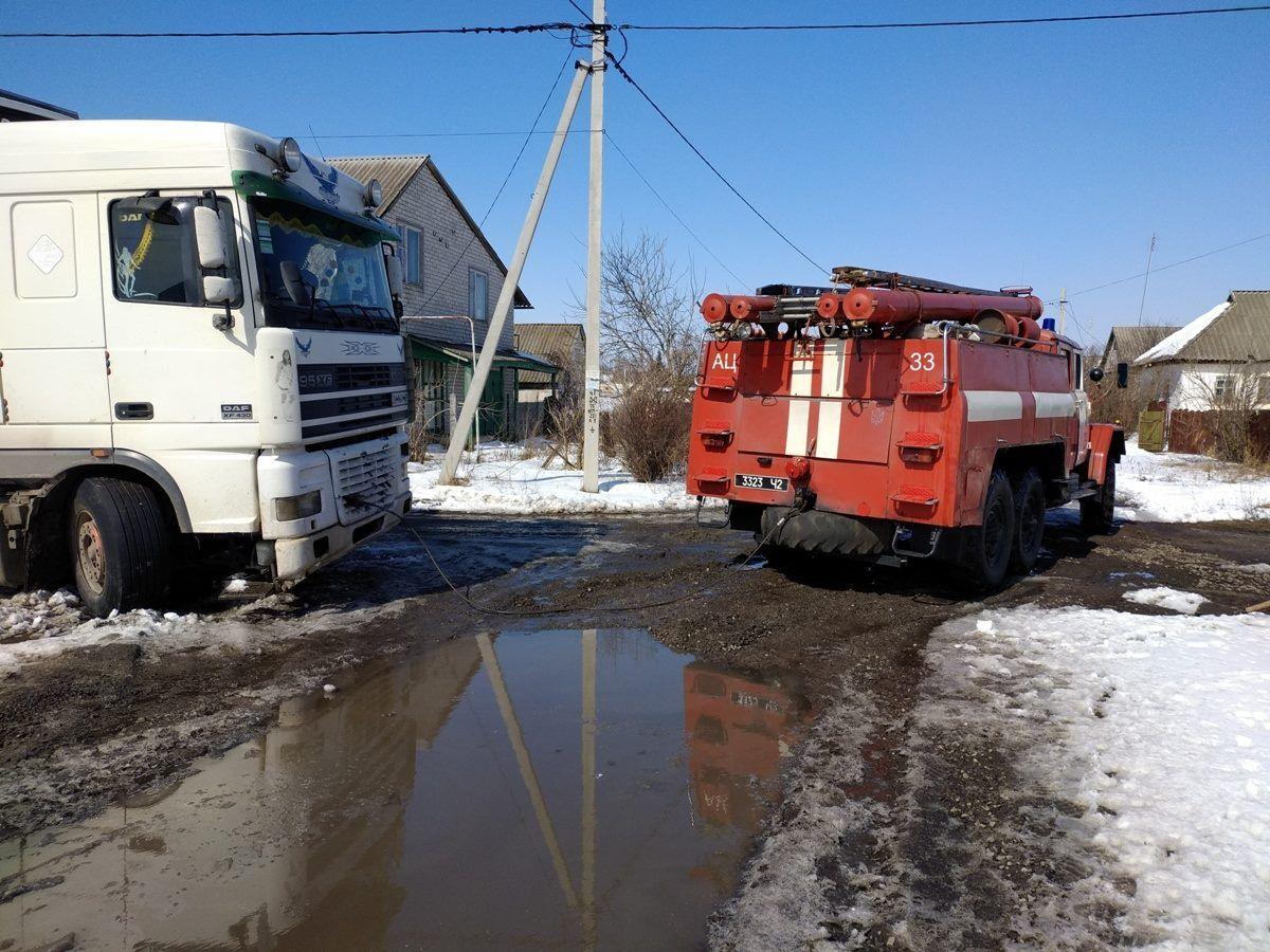"""""""Зима відступила"""": у МВС показали пастки для авто на трасі"""