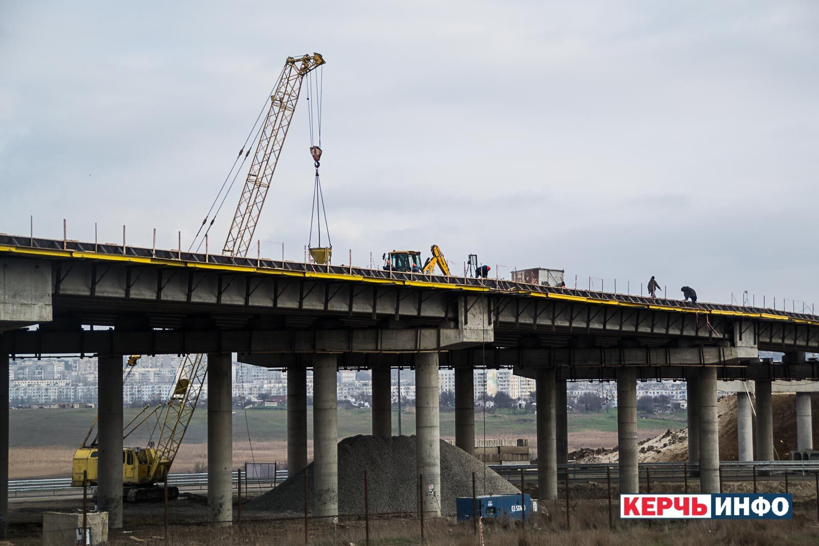 Окупанти похвалилися знімками Кримського моста