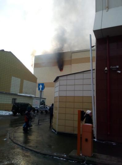 У Росії сталася масштабна пожежа у ТРЦ: всі подробиці