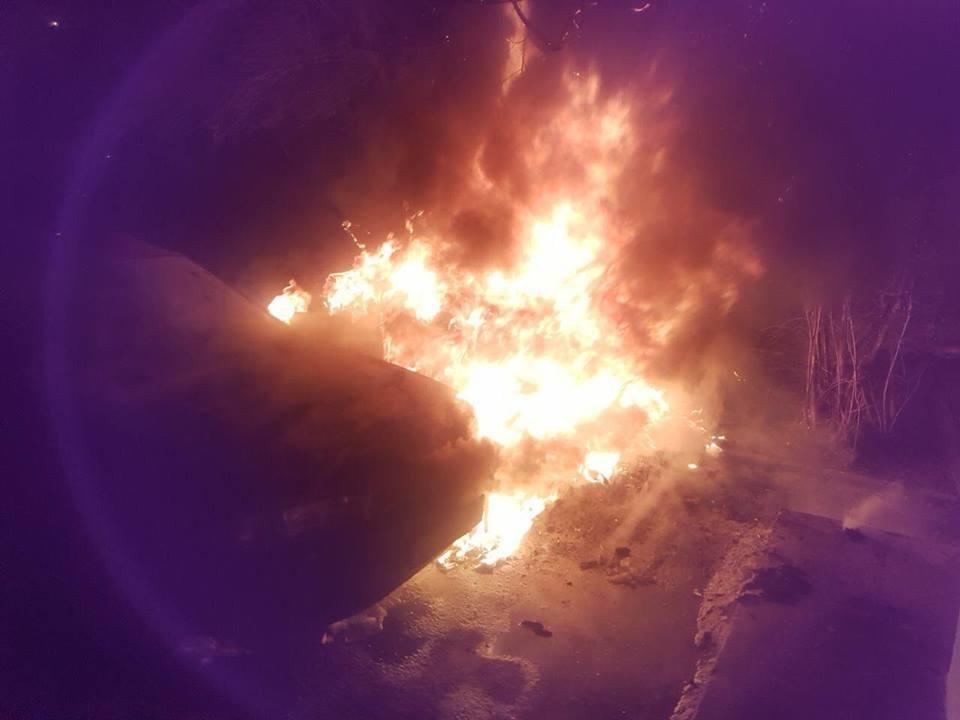 """""""Реально внутрішній фронт"""": в Чернівцях спалили авто активіста"""