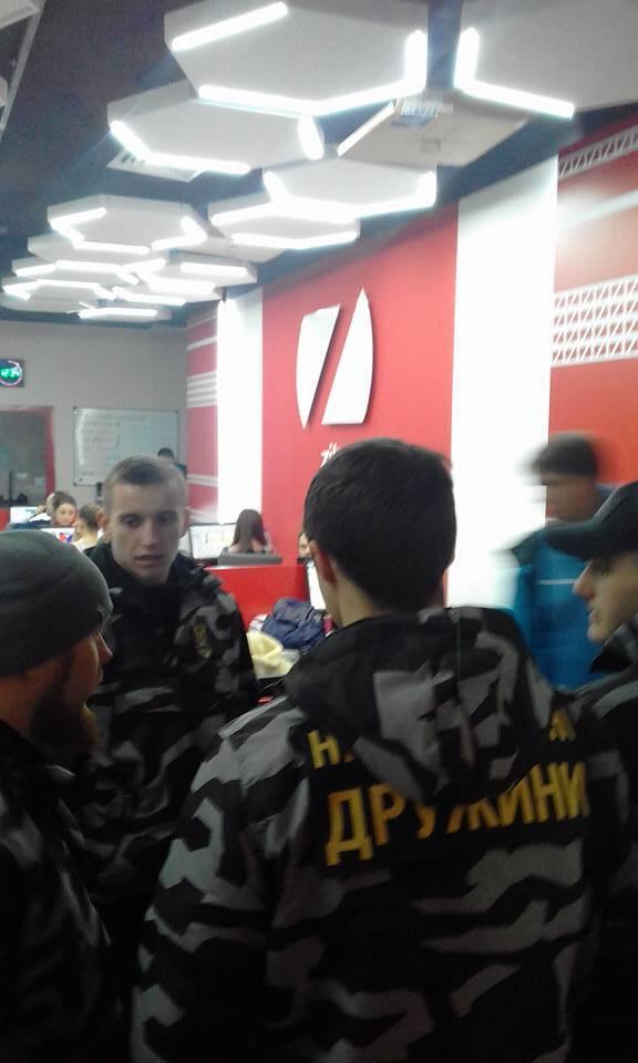 """Угроза захвата"": ""Нацдружины"" взяли под охрану офис ZIK"