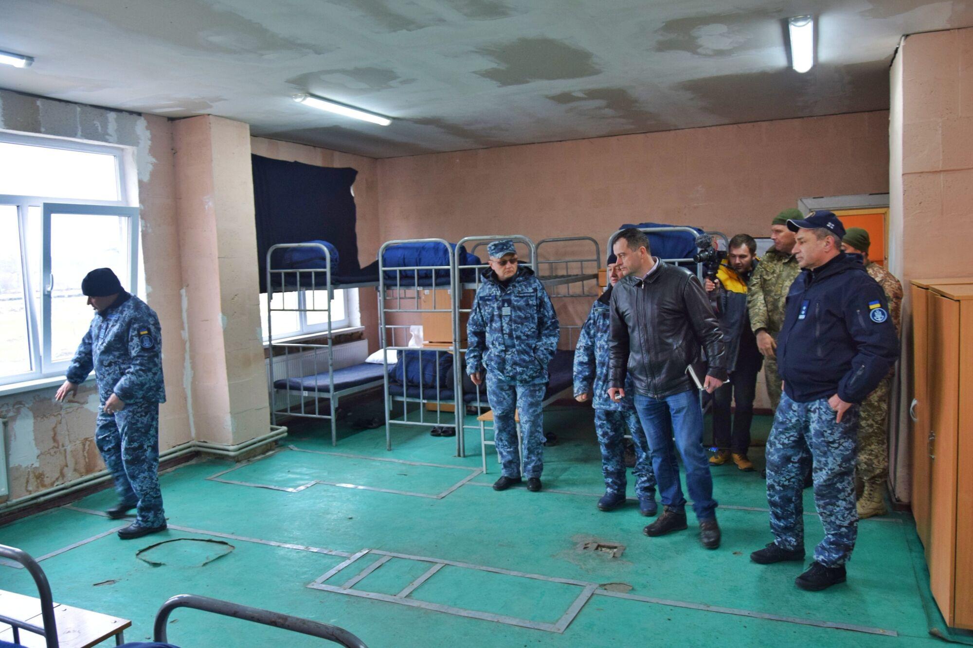 """Як """"бомжі"""": скандал з розміщенням ВМС отримав продовження"""
