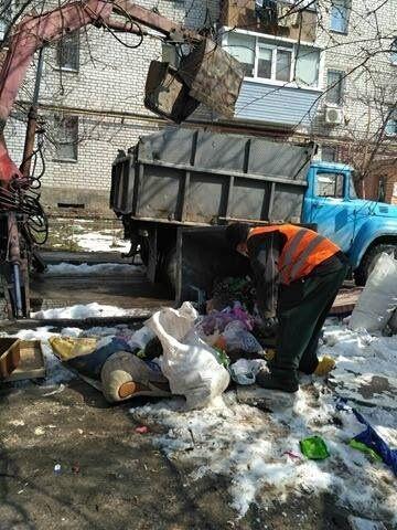 В Днепре активно ликвидируют мусорные завалы