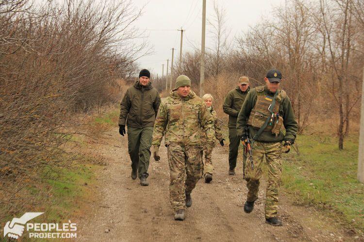 Вадим Сухаревский и волонтеры на позициях под Мариуполем