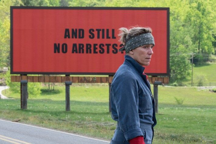 "Скрин из фильма ""Три билборда на границе Эббинга, Миссури"""