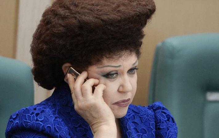 Российского сенатора высмеяли в Австралии из-за прически