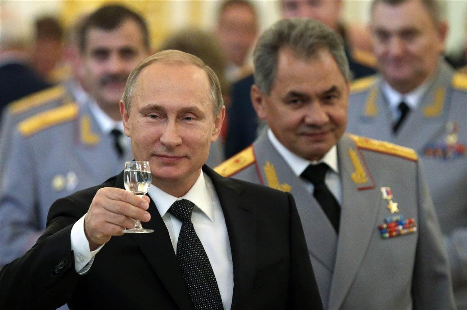 Президент РФ Владимир Путин, министр обороны РФ Сергей Шойгу